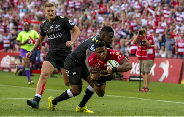 Lions hold off Sharks