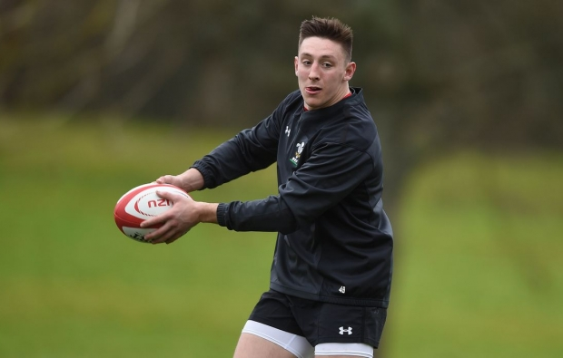Wales back rookie wing to start