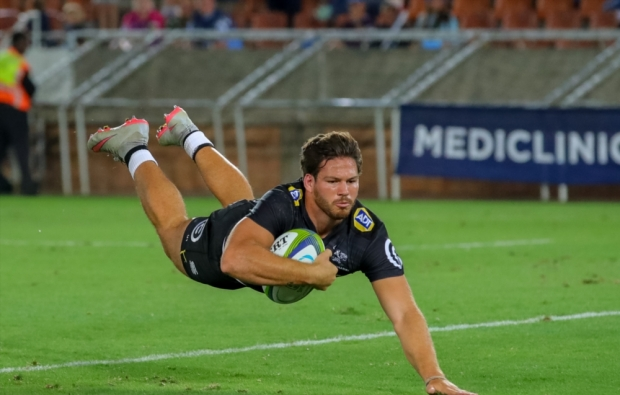 Louw at 12 for Sharks