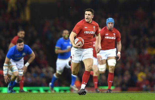 Owen Watkin breaks clear for Wales