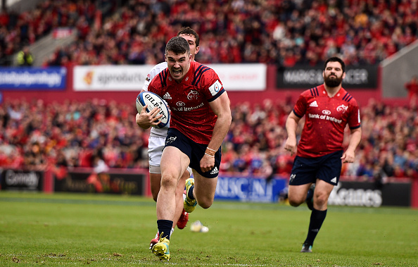 Munster centre Sam Arnold