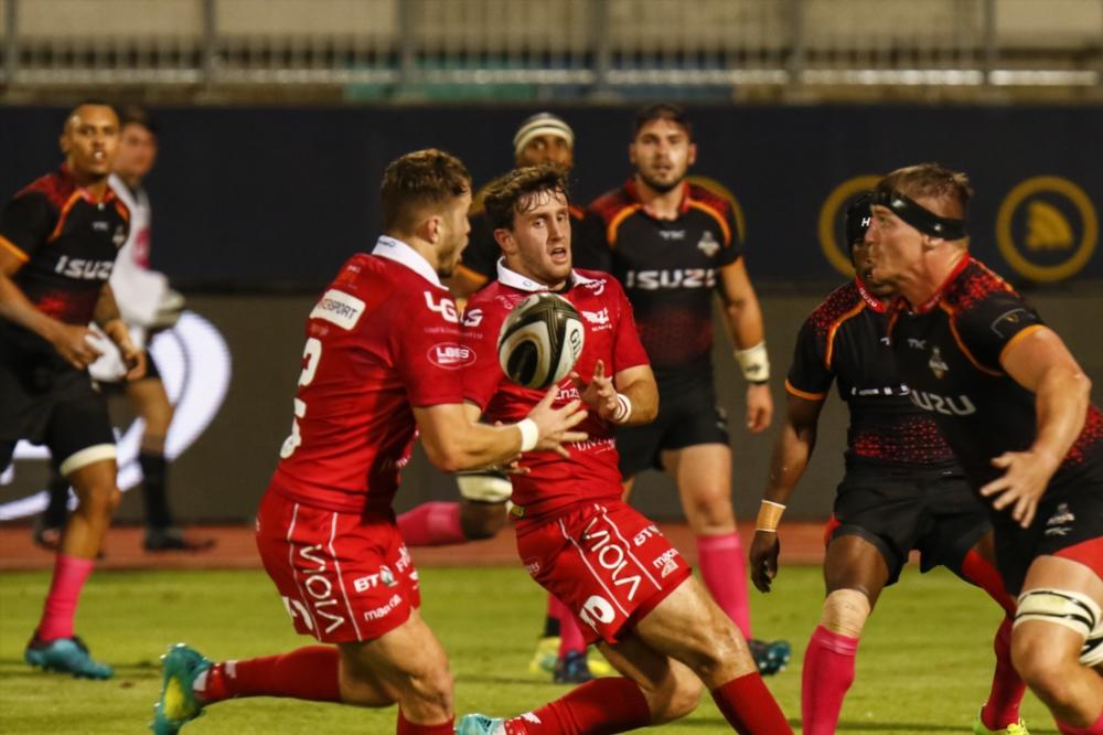 Scarlets' late surge sinks Kings